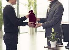 How Personalized Gifts Can Make an Impression on Your Employees